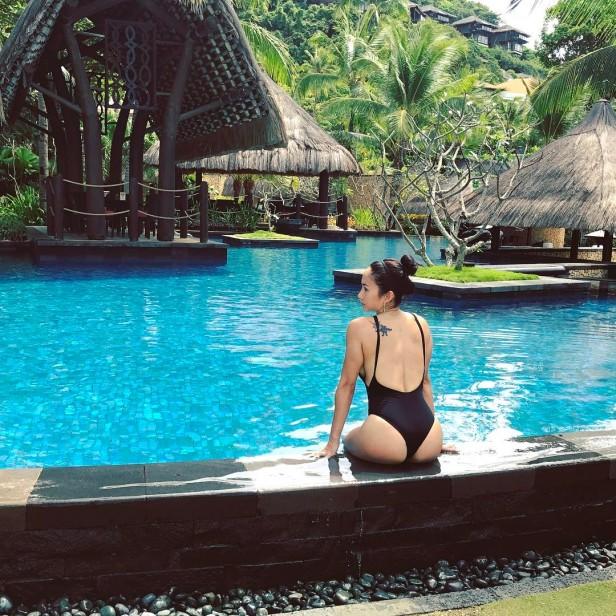 ina-raymundo-at-the-pool